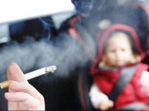 Fumare in auto con un bimbo: omicidio