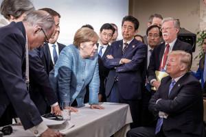 Trump versus Merkel: la battaglia si fa incandescente